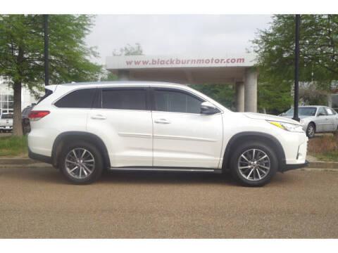 2018 Toyota Highlander for sale at BLACKBURN MOTOR CO in Vicksburg MS