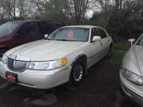 2001 Lincoln Town Car for sale at BARNES AUTO SALES in Mandan ND