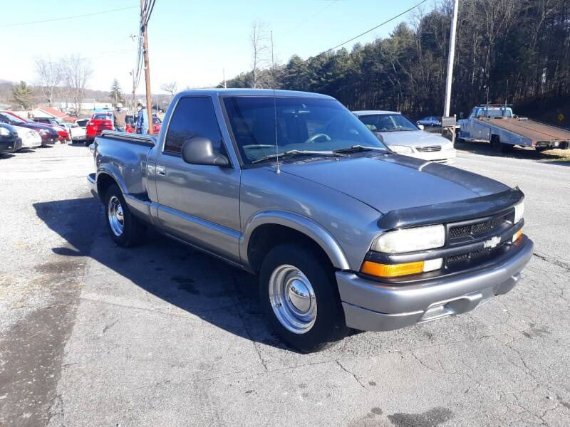 1998 Chevrolet S-10 for sale at Rocket Center Auto Sales in Mount Carmel TN