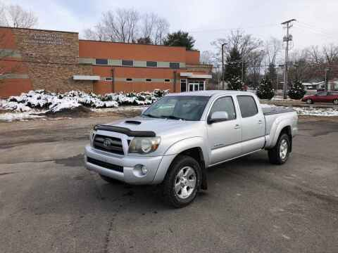 2010 Toyota Tacoma for sale at DILLON LAKE MOTORS LLC in Zanesville OH