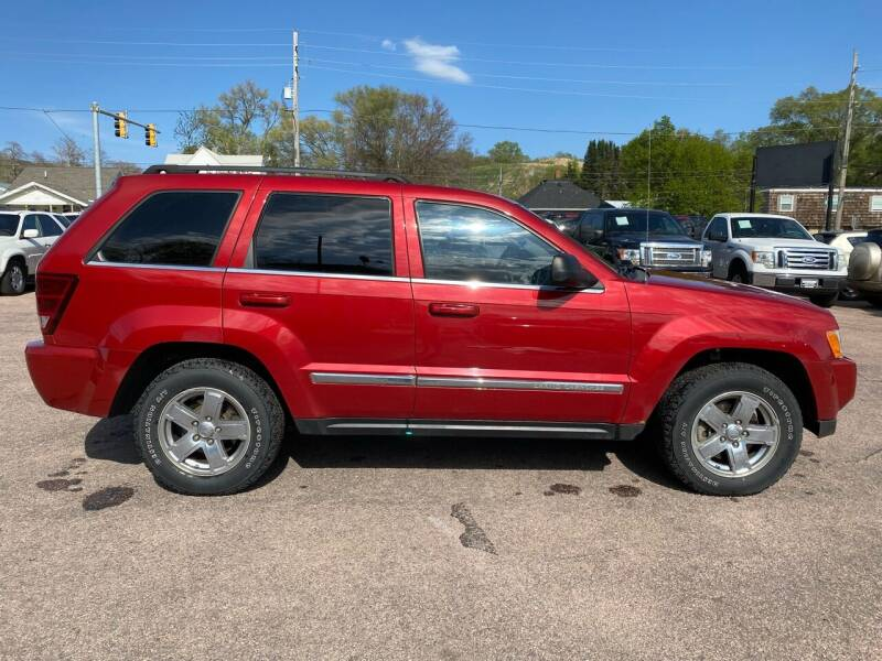 2006 Jeep Grand Cherokee for sale at RIVERSIDE AUTO SALES in Sioux City IA