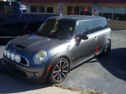 2009 MINI Cooper Clubman for sale at KENNEDY AUTO CENTER in Bradley IL