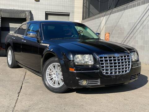 2010 Chrysler 300 for sale at Illinois Auto Sales in Paterson NJ