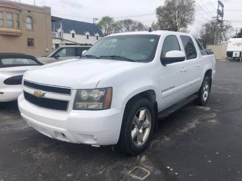 2007 Chevrolet Avalanche for sale at RT Auto Center in Quincy IL
