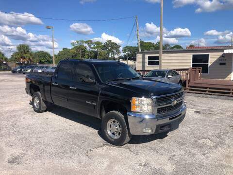 2007 Chevrolet Silverado 2500HD for sale at Friendly Finance Auto Sales in Port Richey FL