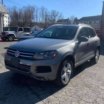 2013 Volkswagen Touareg for sale at CRS 1 LLC in Lakewood NJ