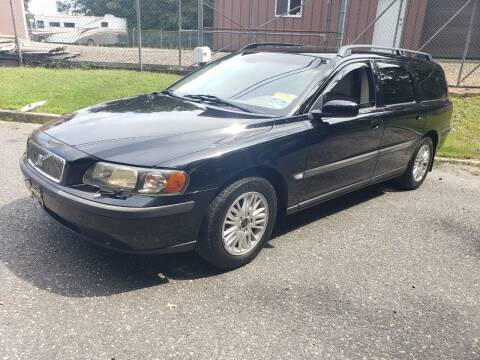 2004 Volvo V70 for sale at CRS 1 LLC in Lakewood NJ