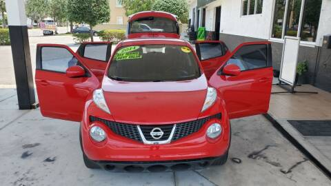 2014 Nissan JUKE for sale at HCC AUTO SALES INC in Sarasota FL