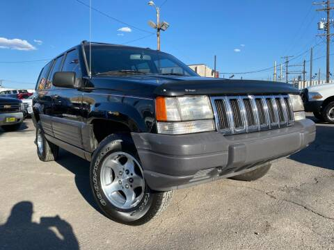 1997 Jeep Grand Cherokee for sale at New Wave Auto Brokers & Sales in Denver CO