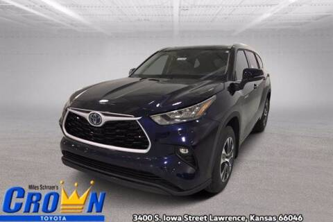 2020 Toyota Highlander Hybrid for sale at Crown Automotive of Lawrence Kansas in Lawrence KS