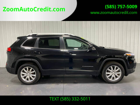 2017 Jeep Cherokee for sale at ZoomAutoCredit.com in Elba NY