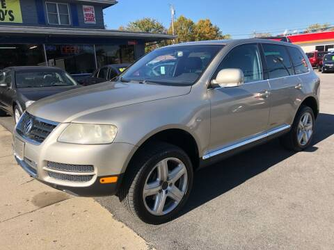 2004 Volkswagen Touareg for sale at Wise Investments Auto Sales in Sellersburg IN