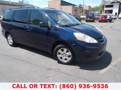 2006 Toyota Sienna for sale at Lee Motor Sales Inc. in Hartford CT
