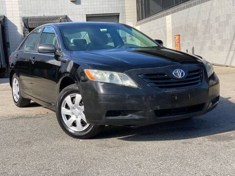 2008 Toyota Camry for sale at Illinois Auto Sales in Paterson NJ