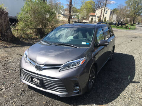 2018 Toyota Sienna for sale at Deals on Wheels in Nanuet NY