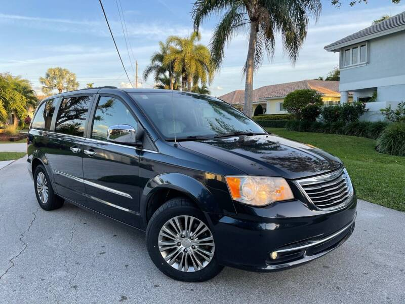 2013 Chrysler Town and Country for sale at Citywide Auto Group LLC in Pompano Beach FL