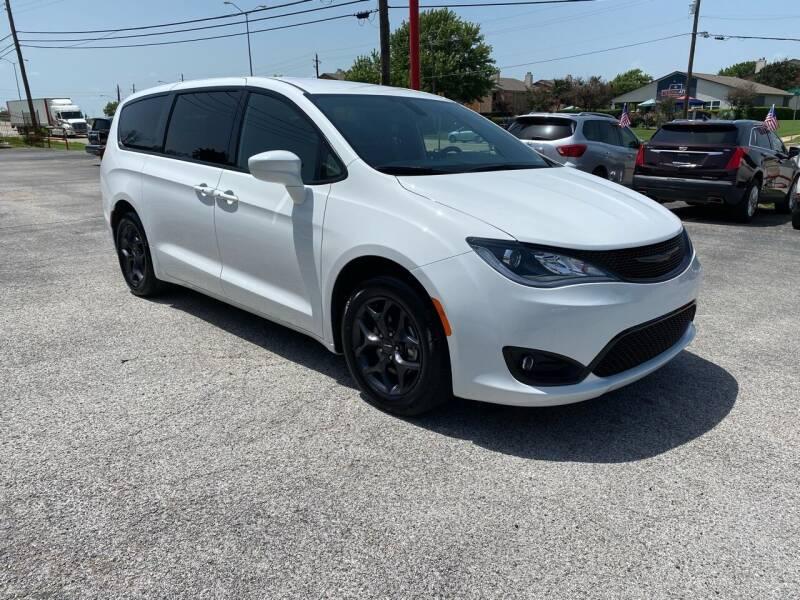 2020 Chrysler Pacifica for sale at LLANOS AUTO SALES LLC - LEDBETTER in Dallas TX