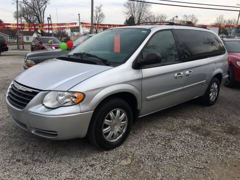 2007 Chrysler Town and Country for sale at Antique Motors in Plymouth IN