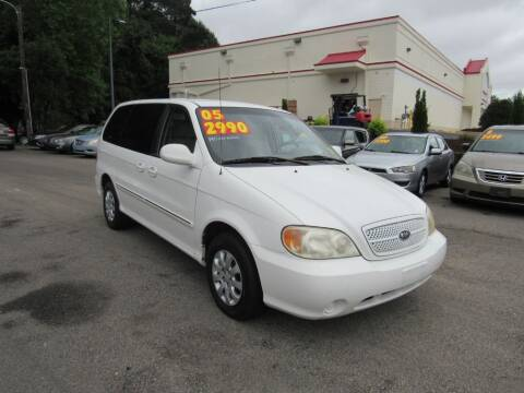 2005 Kia Sedona for sale at Auto Bella Inc. in Clayton NC