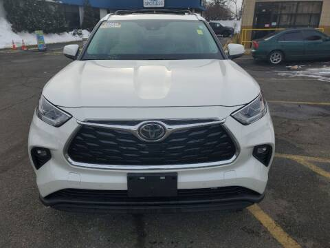 2020 Toyota Highlander for sale at OFIER AUTO SALES in Freeport NY