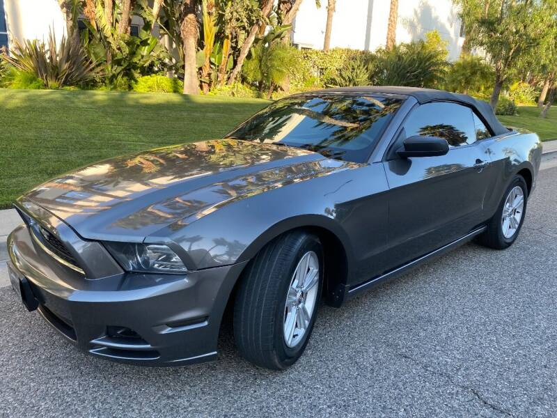 2013 Ford Mustang for sale at Donada  Group Inc in Arleta CA