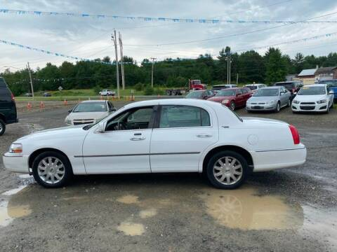 2009 Lincoln Town Car for sale at Upstate Auto Sales Inc. in Pittstown NY