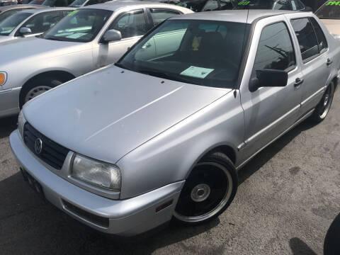 1999 Volkswagen Jetta for sale at American Dream Motors in Everett WA