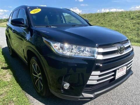 2018 Toyota Highlander for sale at Mr. Car City in Brentwood MD