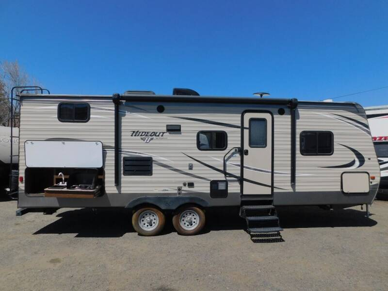 2016 Keystone HIDEOUT 24BHSWE for sale at Gold Country RV in Auburn CA
