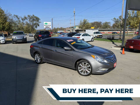 2013 Hyundai Sonata for sale at AmericAuto in Des Moines IA