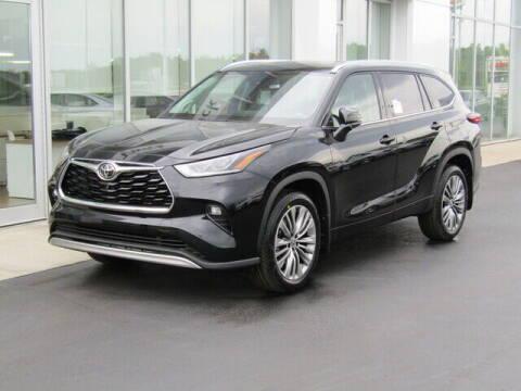 2021 Toyota Highlander for sale at Brunswick Auto Mart in Brunswick OH