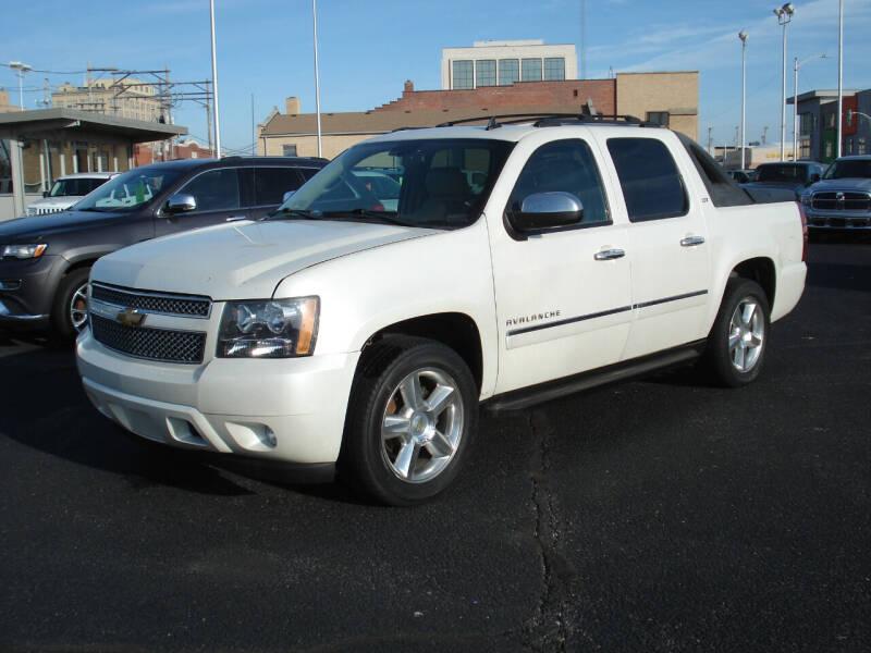 2011 Chevrolet Avalanche for sale at Shelton Motor Company in Hutchinson KS
