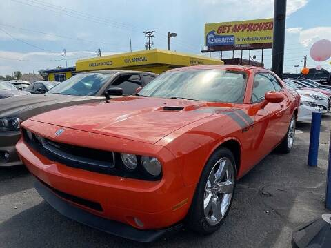 2009 Dodge Challenger for sale at New Wave Auto Brokers & Sales in Denver CO
