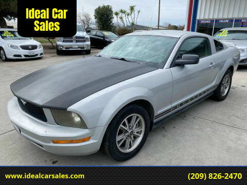 2005 Ford Mustang for sale at Ideal Car Sales in Los Banos CA