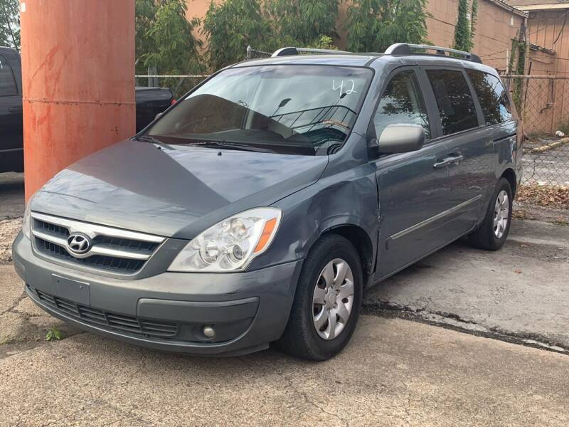 2007 Hyundai Entourage for sale at FREDY CARS FOR LESS in Houston TX