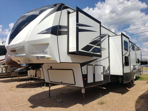2018 Keystone Voltage 4205 for sale at Ultimate RV in White Settlement TX