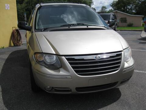 2005 Chrysler Town and Country for sale at PARK AUTOPLAZA in Pinellas Park FL