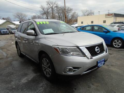 2015 Nissan Pathfinder for sale at DISCOVER AUTO SALES in Racine WI