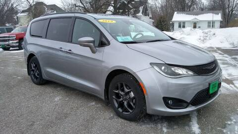 2019 Chrysler Pacifica for sale at Unzen Motors in Milbank SD