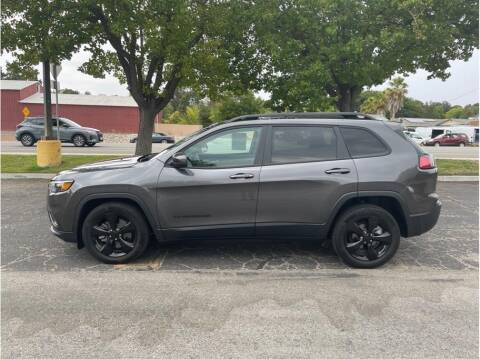 2019 Jeep Cherokee for sale at Dealers Choice Inc in Farmersville CA