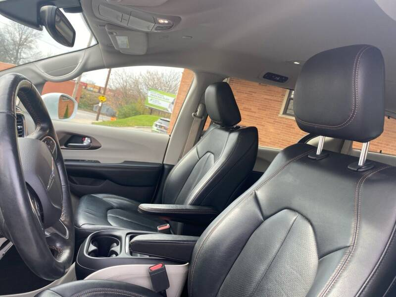2019 Chrysler Pacifica Touring L 4dr Mini-Van - Cleveland OH