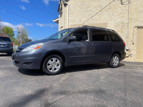 2006 Toyota Sienna for sale at Strong Automotive in Watertown WI