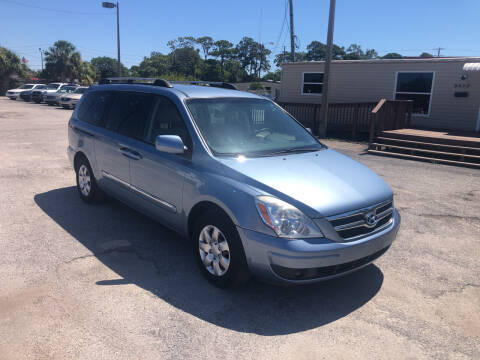 2008 Hyundai Entourage for sale at Friendly Finance Auto Sales in Port Richey FL