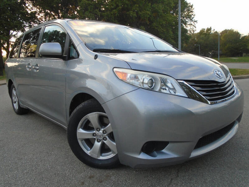 2013 Toyota Sienna for sale at Sunshine Auto Sales in Kansas City MO