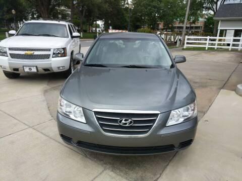 2010 Hyundai Sonata for sale at ROBINSON AUTO BROKERS in Dallas NC