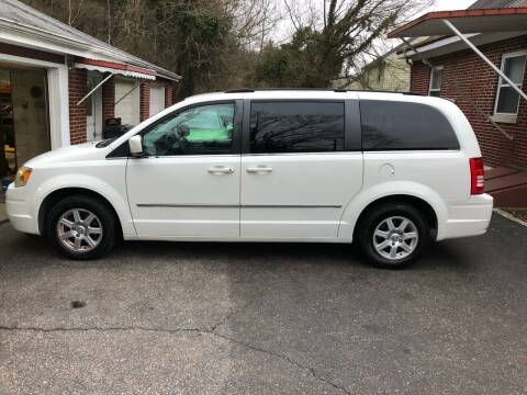 2010 Chrysler Town and Country for sale at CHRIS AUTO SALES in Cincinnati OH