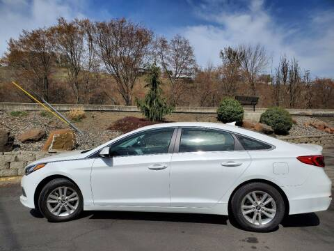 2017 Hyundai Sonata for sale at Deanas Auto Biz in Pendleton OR