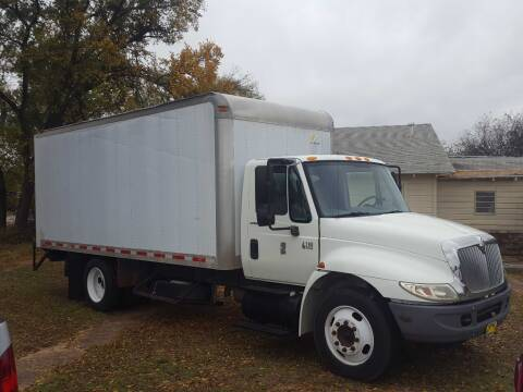 2003 International DuraStar 4200 for sale at Bostick's Auto & Truck Sales in Brownwood TX
