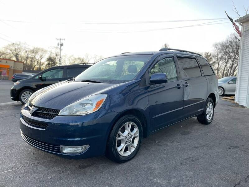 2005 Toyota Sienna for sale at SOUTH SHORE AUTO GALLERY, INC. in Abington MA