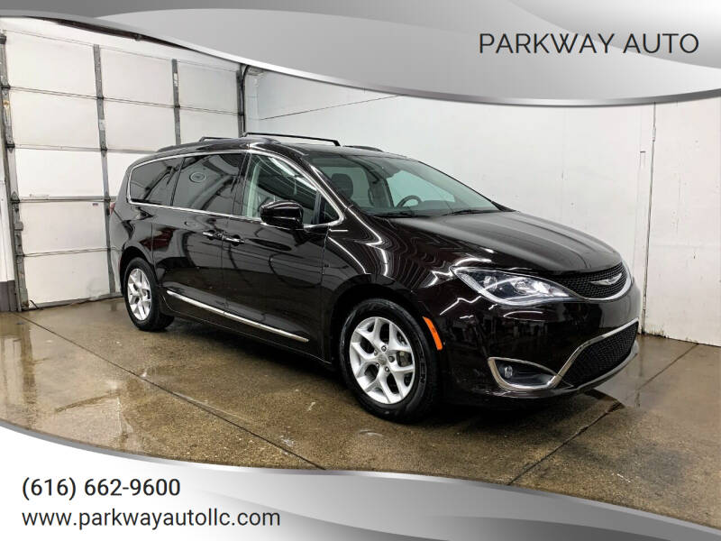 2017 Chrysler Pacifica for sale at PARKWAY AUTO in Hudsonville MI